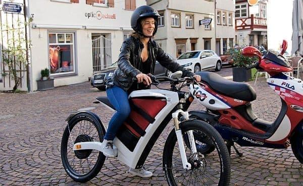 「FEDDZ」は女性でも乗りやすい電動バイクです