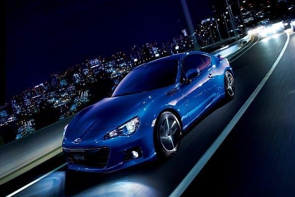 スポーツカー「SUBARU BRZ」をマイナーチェンジ  (写真は新色「WR ブルー・パール」)
