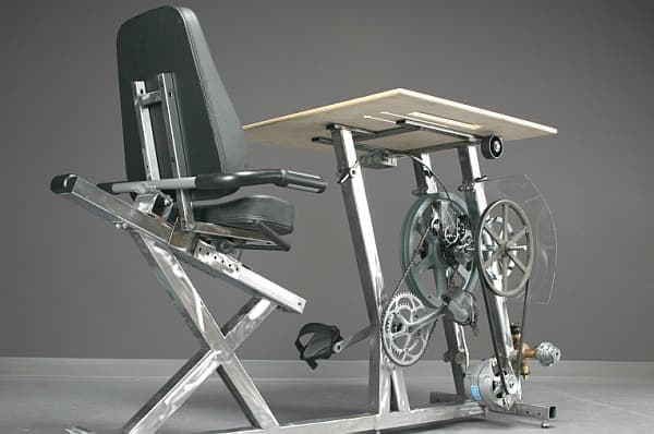 自転車型発電機能付き業務用デスク「Big Rag」