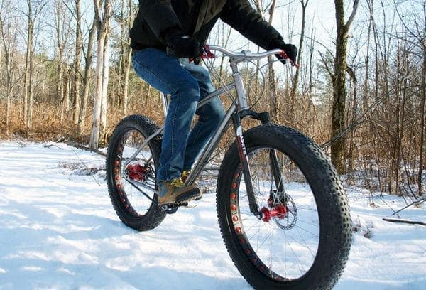 ファットバイクは、雪道でこそ力を発揮!
