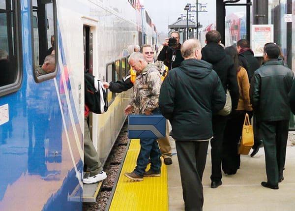 電車に搭乗する際には、スーツケースとして持ち込み、