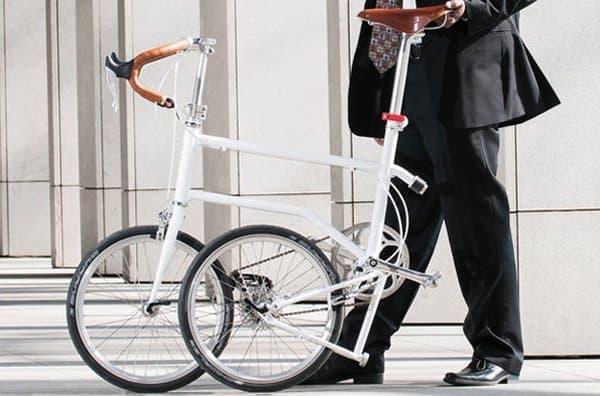「VELLO Bike」は、折り畳んだ状態でも持ち運びが容易
