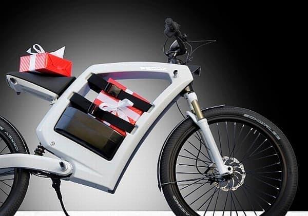 プレゼントも運べますよ  トナカイさん、失職!