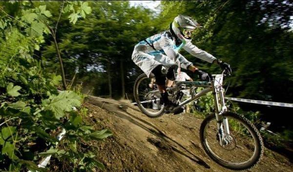 山を走るための自転車が「マウンテンバイク」