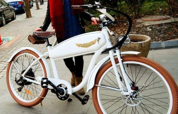 レトロバイク風のデザインを持つ電動アシスト自転車「Ariel Rider」