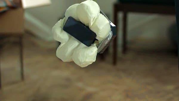0.2秒でエアバッグが膨らみ