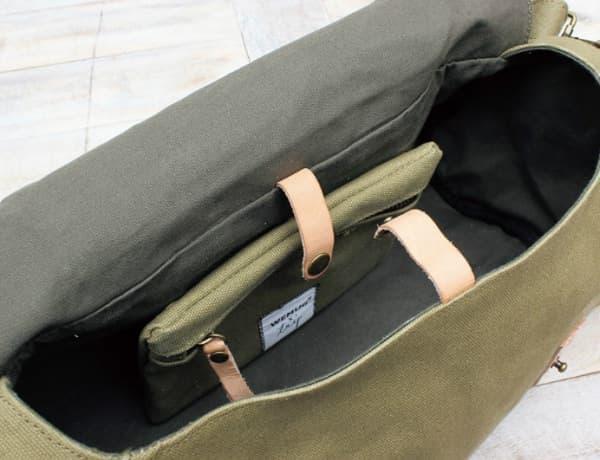 バック内部には、取り外し可能なポーチが付属