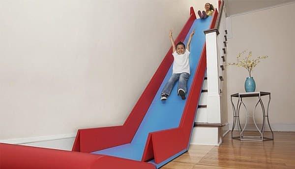 階段がすべり台に!