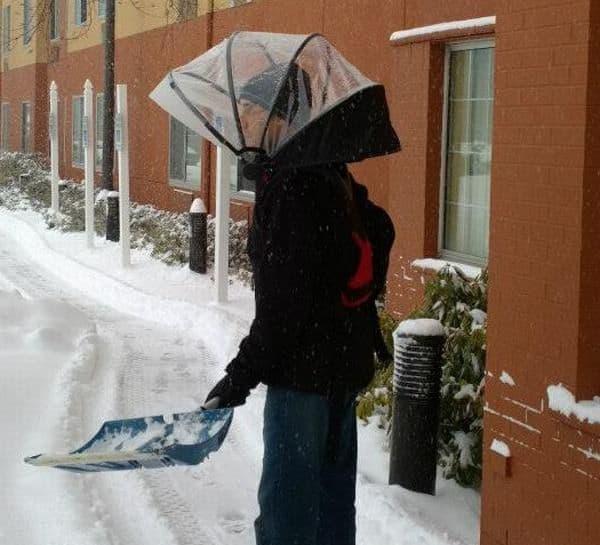 「Nubrella」を使用すれば、「雪かき」が楽に