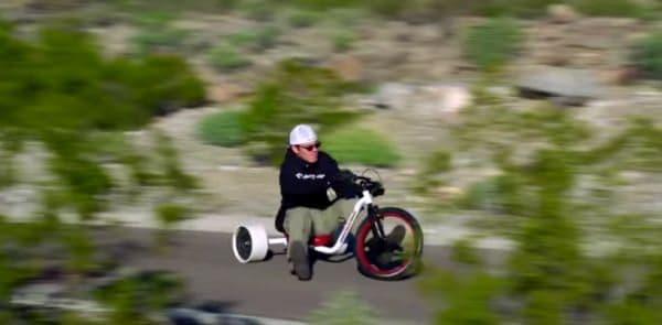 無動力版「Verrado」では、坂を下りながらドリフトを楽しみます  ペダルすらなく、動力は地球の「重力」のみ  潔い乗り物です