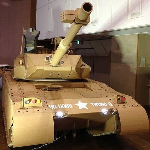 これがタカムラ産業さん製作の「ダンボール戦車」  リアルです!