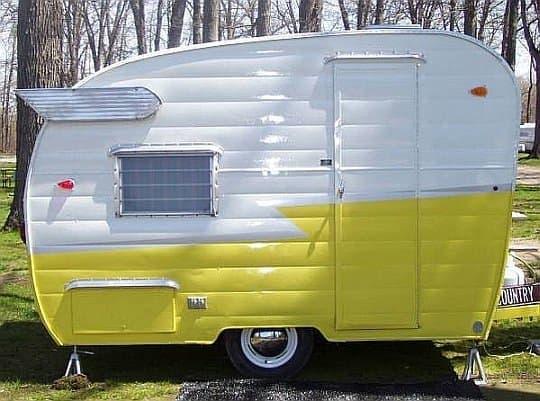 1940~50年代に流行したキャンピングカー「Shasta Camper」  後方上部に付けられた羽根が特徴です