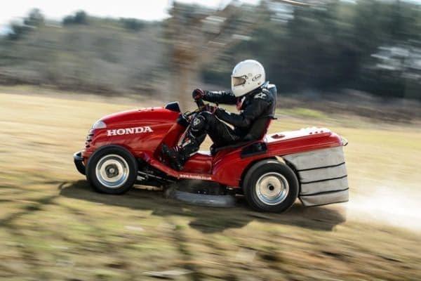 「Mean Mower」には、芝刈り機能も維持されている