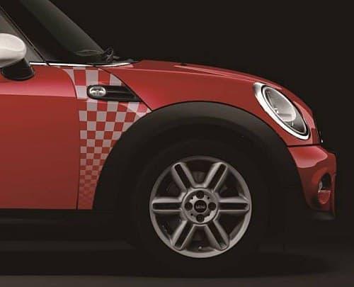 MINI Cooper をベースに、スポーティーなデザインや装備を搭載