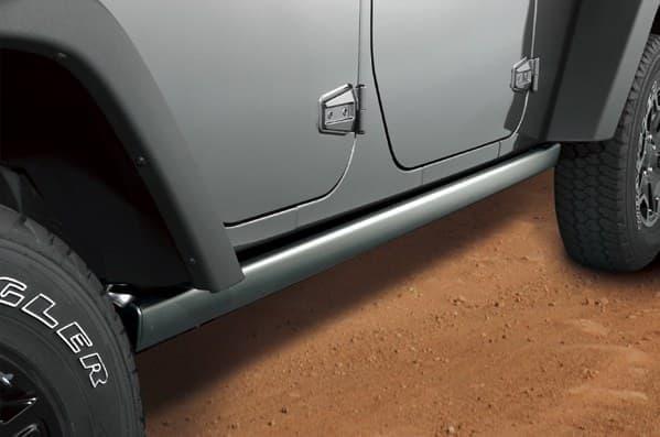岩山などで車体を保護する「ロックレール」