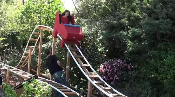 最高到達点で棒を外すと、コースターが落下開始