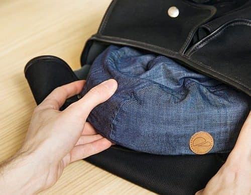 薄めのバッグにも収納できます