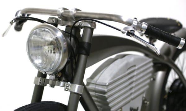 ライトもレトロバイク風  自転車のライトには見えません!