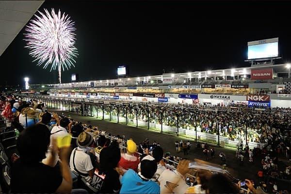 「鈴鹿8耐」は、毎年夏に開催される日本最大のオートバイ耐久レース
