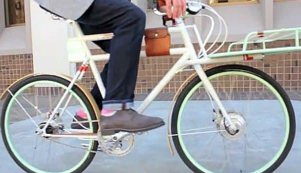 こうして、一見したところでは電動アシスト自転車とは気付かれない