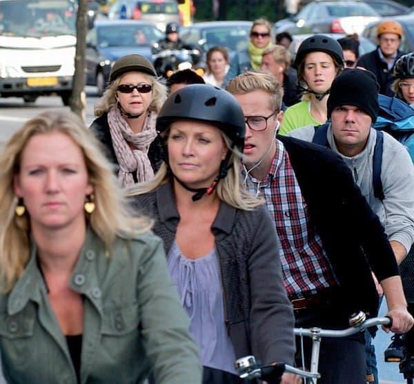 コペンハーゲンの自転車通勤者