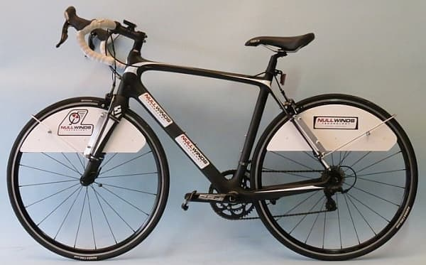 『Upper Wheel Fairings』を取り付ければ、自転車は空力特性の高い乗り物に生まれ変わる