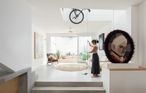 オーストラリア シドニーにある「House Bruce Alexander」  家族の問題を解決します  壁にはアート作品が!