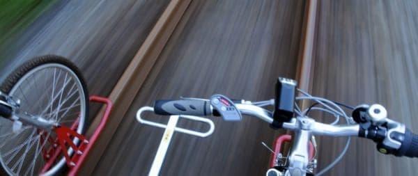 廃線後の鉄路をマウンテンバイクで走行する「ガッタンゴー!!」