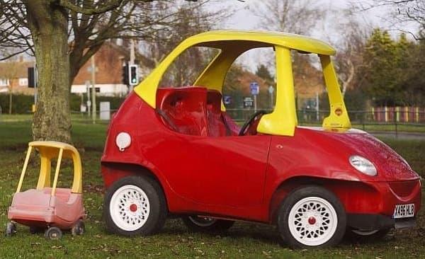 John Bitmead 氏が製作した 大人向けの「おもちゃの自動車」