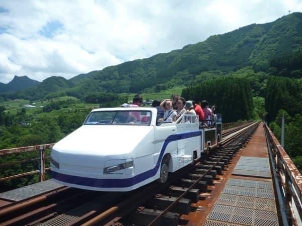宮崎県高千穂町の観光名所、「高千穂あまてらす鉄道」