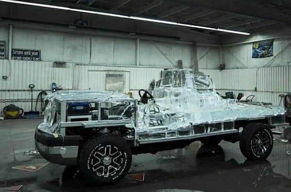 溶けていく「Canadian Tire Ice Truck」  なんだか寂しい