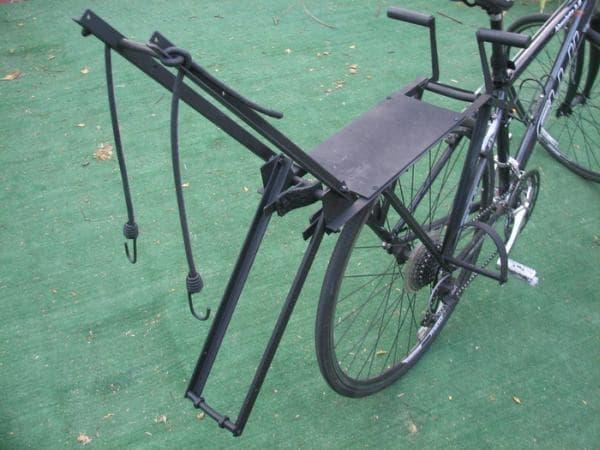 「bike2bike」のチャイルドシート  ちょっと、痛そう
