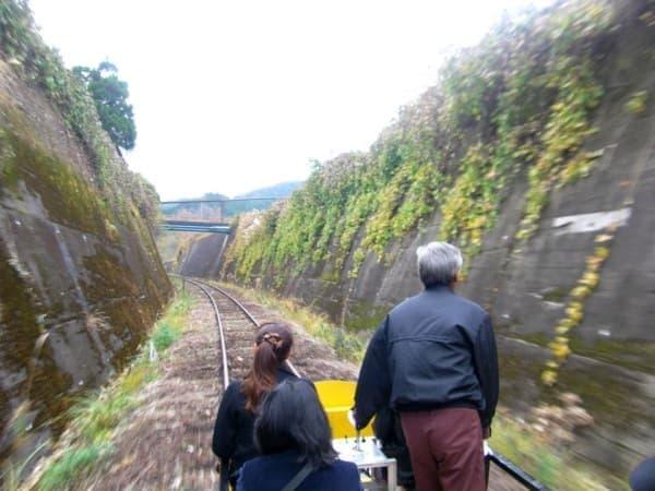 「高千穂あまてらす鉄道」は、旧高千穂線の線路上を、カートで走行する観光鉄道
