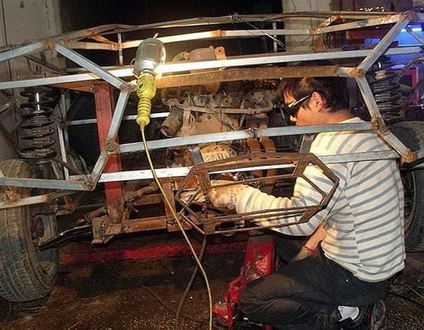 Jian Wang さんはフォルクスワーゲンサンタナをベースに  ランボルギーニ・レヴェントンのレプリカを製作