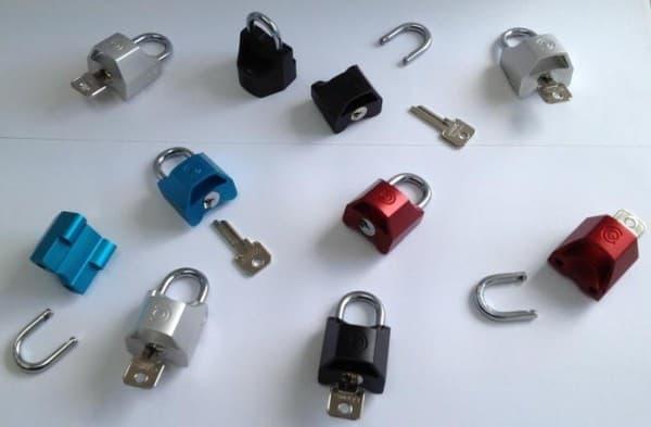 「Quick Caps」のロック/アンロックには、小さなキーを使います  キーを無くさないようにしなければ…