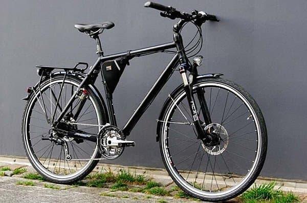 「Velospeeder」を取り付けた自転車  小型なので、ほとんど目立たない  バッテリーはフレームバッグ内に収納されている