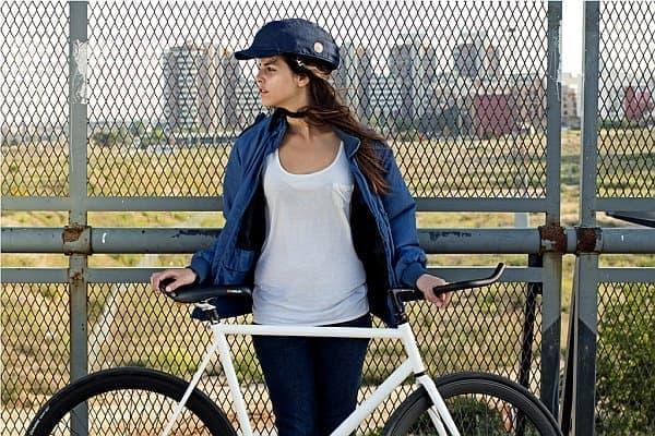 ヘルメットに見えないヘルメット「クロスカ」