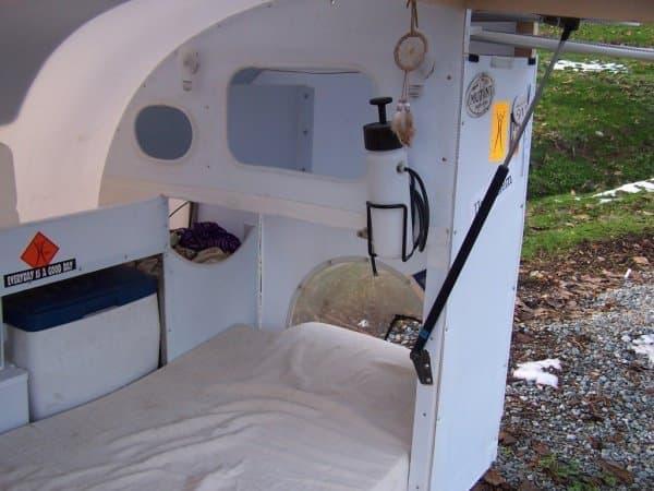 内側から見たドーム  ベッドの長さ不足を補っています