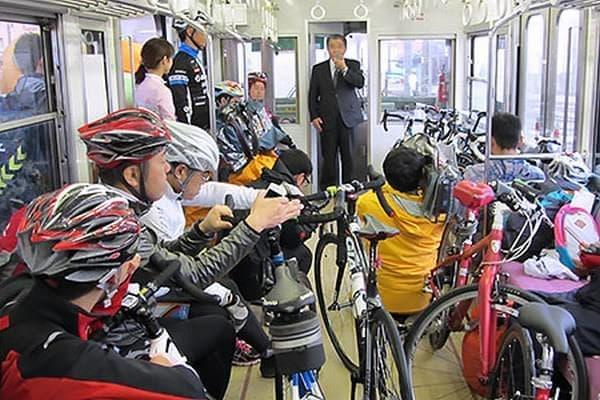 伊予鉄道高浜線で実施された実証実験「サイクルトレイン」