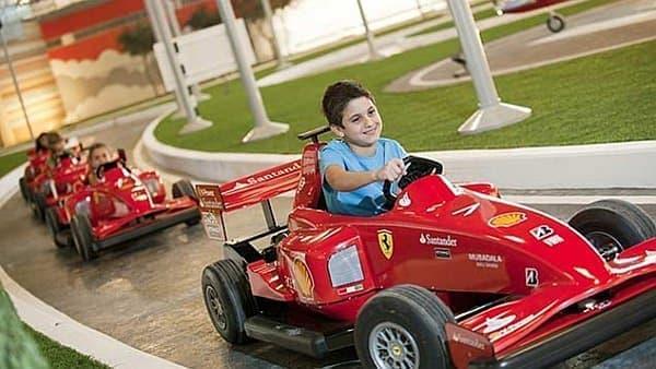 子どもが F1 レーサーになりたがるかもしれない
