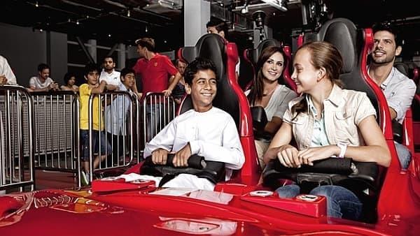F1 のコクピットのような座席