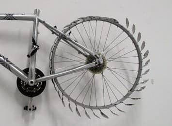 Moestue さんによる「自転車スプーン」  パイントサイズのアイスクリームも、一瞬でなくなる!?