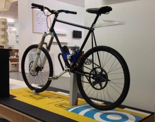 送電コイルを埋め込んだ自転車専用道路のプロトタイプ