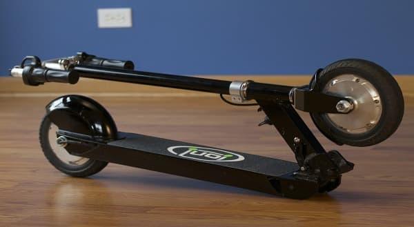折り畳み可能な電動スクーター「Ion SmartScooter」