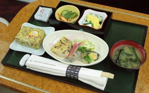 ファーストクラスの郷土料理機内食(6月は高知県)