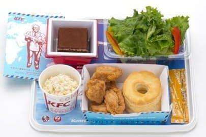 JAL、機内食でケンタッキーのメニューを提供