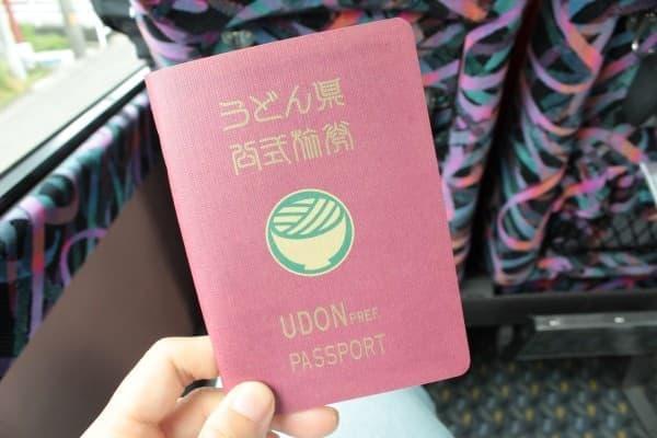 高松上陸の際は「うどんパスポート」をお忘れなく