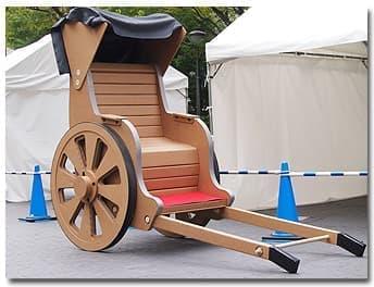 これがダンボール人力車!  頑張れば買える!!  でも、なぜ頑張る???
