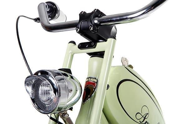 レトロなデザインのライトを搭載