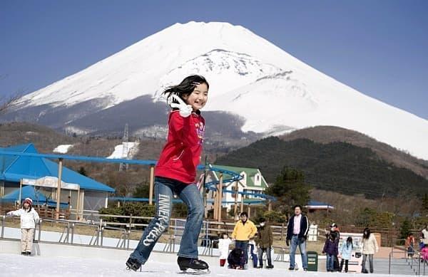 「ぐりんぱ」に、スケートリンク「湖のスケート場」オープン